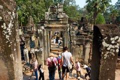 De mensen bezoeken tempel complexe Angkor Wat Siem Reap, Kambodja stock afbeeldingen
