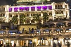 De mensen bezoeken Tsim Sha Tsui, een Erfenis 1881, een Hotel en het Winkelen Royalty-vrije Stock Foto's