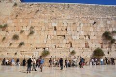 De mensen bidden de Westelijke Muur Stock Afbeeldingen