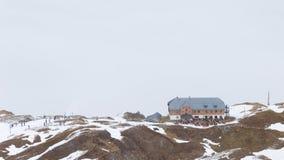 De mensen bij een ski nemen zijn toevlucht Stock Fotografie