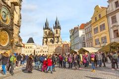De mensen bij Oud Stadsvierkant, staren Mesto, Tsjechische Republiek Stock Foto