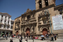 De mensen bij San Francisco Cathedral regelen in La Paz Royalty-vrije Stock Fotografie