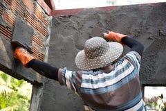 De mensen bouwen pleister royalty-vrije stock afbeelding