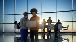 De Mensen Communicatie van het technologie Digitaal Apparaat Online Concept Royalty-vrije Stock Afbeeldingen
