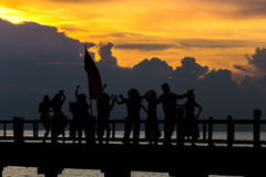 De mensen dansen in de partij van het vieringsstrand in conc de zomervakantie Royalty-vrije Stock Foto's