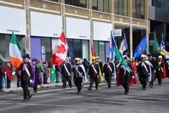 De mensen in de Dag van Heilige Patrick paraderen Royalty-vrije Stock Afbeelding