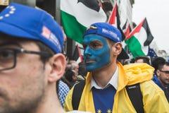 De mensen die aan de Bevrijdingsdag deelnemen paraderen Royalty-vrije Stock Foto