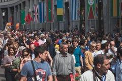De mensen die aan de Bevrijdingsdag deelnemen paraderen in Milaan Royalty-vrije Stock Fotografie