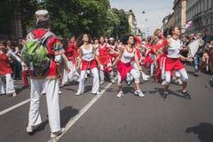 De mensen die aan de Bevrijdingsdag deelnemen paraderen in Milaan Royalty-vrije Stock Afbeeldingen