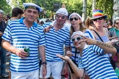 De mensen die bij de Vrolijke Trots deelnemen paraderen in Madrid Royalty-vrije Stock Fotografie