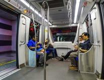 De mensen die in LRT zitten leiden op stock fotografie
