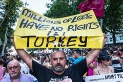 De mensen die op een demonstratie bij de Vrolijke Trots deelnemen paraderen in Madrid Royalty-vrije Stock Afbeelding