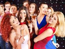 De mensen die van de groep bij partij dansen. Royalty-vrije Stock Fotografie