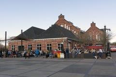 De mensen die van Westerparkamsterdam op terras zitten Royalty-vrije Stock Foto