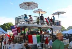 De mensen dineren bij een Opgeheven Restaurant in Memphis Italian Festival royalty-vrije stock fotografie
