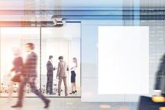 De mensen in een bureau lobbyen, modeldubbel Royalty-vrije Stock Foto's