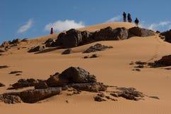 De mensen in exploratie de Sahara verlaten Royalty-vrije Stock Fotografie