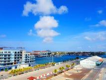 De mensen genieten van de monarch die van het cruiseschip naar Aruba, bonaire, curacao, Panama en Cartagena reizen stock afbeeldingen