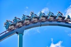 De mensen genieten van trillingen voor rit van de Mako-achtbaan in pretpark in Seaworld op Internationaal Aandrijvingsgebied 21 royalty-vrije stock afbeeldingen
