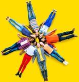 De mensen groeperen de Eenheidsconcept van de Diversiteitssamenhorigheid Stock Afbeeldingen