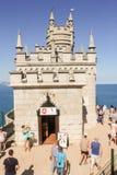 De mensen hebben een klein kasteel Royalty-vrije Stock Afbeelding