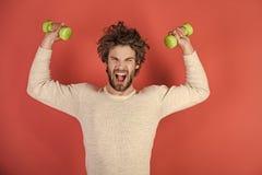 De mensen heelt zorg Sportman, schreeuwende mens op rode achtergrond royalty-vrije stock foto's
