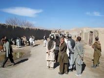 De mensen heten de militairen in Afghanistan welkom Royalty-vrije Stock Afbeeldingen