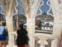 De mensen kijken over Milaan in Italië royalty-vrije stock foto's