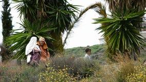 De mensen kleedden zich als Hebreeërs, theatrale vertegenwoordiging van de Hartstocht stock footage