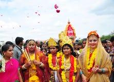 De mensen kleedden zich als Lord Krishna en Godin Radha in India royalty-vrije stock afbeeldingen