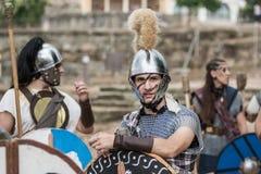 De mensen kleedden zich in middeleeuws Roman festival Royalty-vrije Stock Afbeelding
