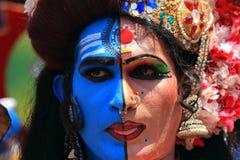 De mensen kleedden zich omhoog als mythologische karakters stock fotografie