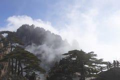 De mensen kwamen in huangshan overzees van wolkenschouwspel samen royalty-vrije stock fotografie