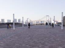 De mensen lopen in Odaiba, Tokyo Royalty-vrije Stock Foto's