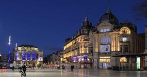 De mensen lopen op Place DE La Comedie, Montpellier, Frankrijk stock footage