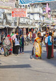 De mensen lopen rond Pushkar Stock Fotografie