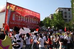 De mensen na Olympische toorts lossen in Xiamen af royalty-vrije stock afbeeldingen