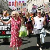 De mensen nemen aan de Vrolijke Trots van Londen deel Stock Foto's