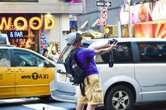 De mensen nemen af en toe foto'svierkant Stock Afbeelding