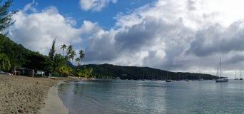 De mensen nemen een oceaanbad op 31 December, 2016 Grande Anse D ` Arlet, Marti Royalty-vrije Stock Foto's
