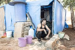 De mensen in officieuze vluchteling kamperen Stock Afbeelding