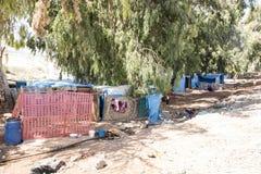 De mensen in officieuze vluchteling kamperen Royalty-vrije Stock Afbeeldingen