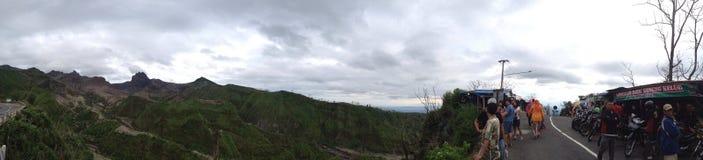De mensen op Java bezoeken Gunung Kelud, Indonesië, panoramareis Royalty-vrije Stock Afbeeldingen