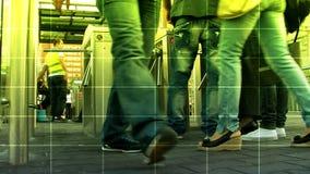 De mensen overbevolken het lopen stock footage