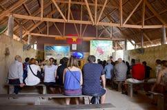 De mensen reizen bij Cu-Chitunnels Stock Fotografie