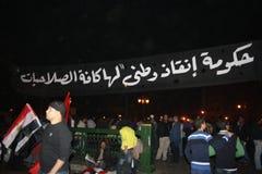 De mensen in tahrir regelen tijdens Egyptische revolutie Royalty-vrije Stock Foto's