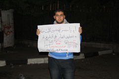 De mensen in tahrir regelen tijdens Egyptische revolutie Stock Fotografie