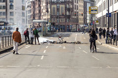 De mensen tonen tegen EZB en Kapitalisme in Frankfurt aan stock afbeeldingen