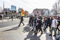 De mensen tonen tegen EZB en Kapitalisme in Frankfurt aan royalty-vrije stock afbeelding