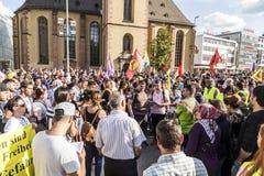 De mensen tonen tegen moord en schending van Koerdische peopl aan royalty-vrije stock foto